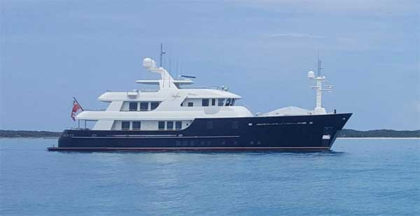 Expedition Yacht Safira Under Way