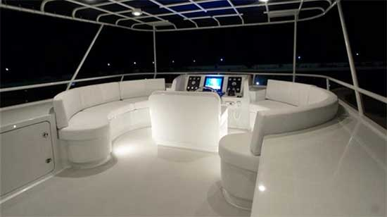 Flybridge Forward- Helm and Seating
