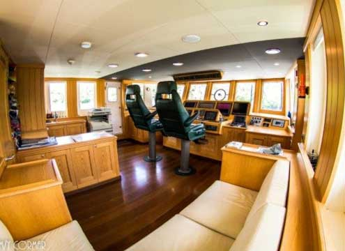 Expedition Yacht for Sale Helm