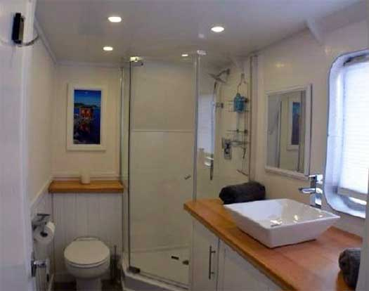 Expedition Yacht Rouge for Sale Master Bath