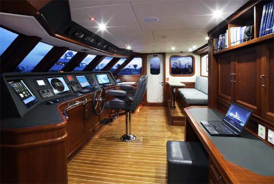 Expedition For Sale >> Explorer Yachts Brokerage | Inace Yachts 98 Boundless for Sale
