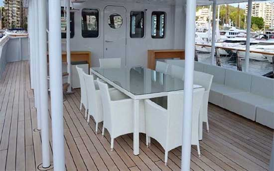 Expedition Yacht for Sale Flybridge Dining